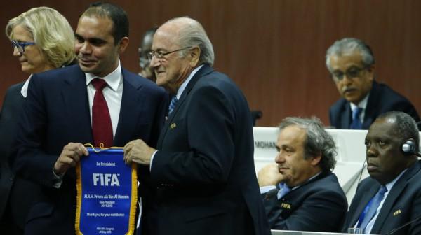فيديو- بعد صراع محموم… بلاتر رئيسا للاتحاد الدولي لكرة القدم بعد انسحاب الأمير علي من الجولة الثانية