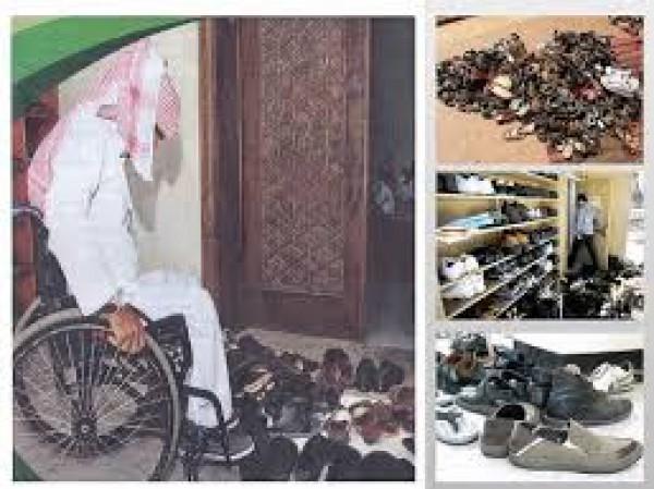 اختراع يحل مشاكل تراكم الأحذية عند مداخل المساجد