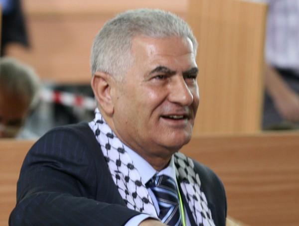 (الحلقة 15).عائلته جامعة عربية مصغرة.عباس زكي يكشف اسمه الحقيقي والمادة التي رسب بها:كيف يعيش رمضان؟
