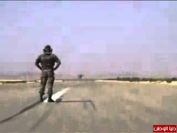 فيديو نادر لخميس القذافي .. طائرة حربية تقلع من فوق رأسة دون أن يهتز في مطار سرت