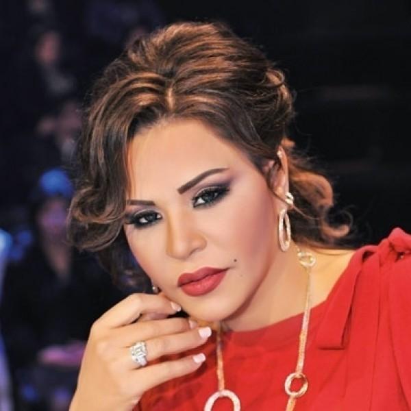 أحلام تتخلى عن الماكياج نهائياً وتنشر صوراً مع ابنها في العمرة