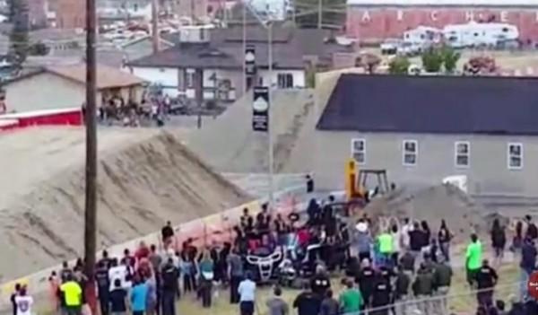 شاهد : قفزة قياسية لشاحنة
