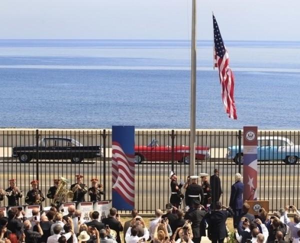 علم أمريكا يرفرف في كوبا لأول مرة منذ 54 عاما | دنيا الوطن
