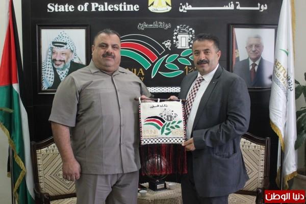 رئيس بلديـة بيتونيا يستقبل محافظ شمال قطاع غزة
