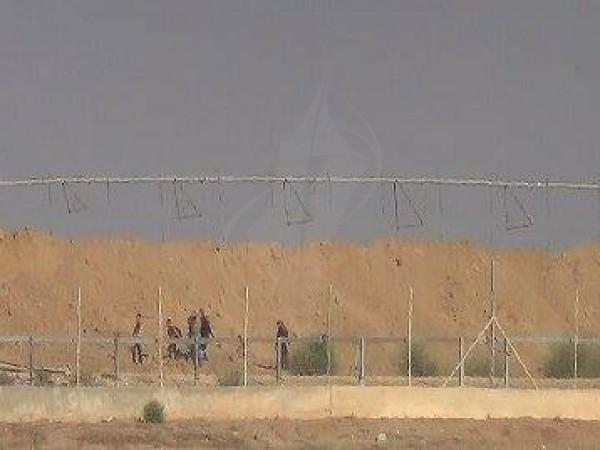 """(صور) الكشف عن تفاصيل """"هروب"""" عائلتين من غزة إلى إسرائيل عبر السياج الحدودي"""