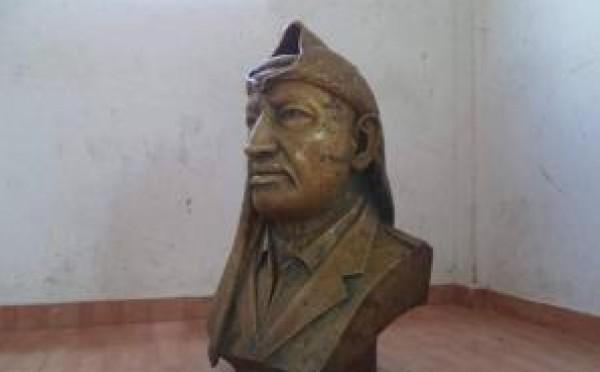 بعد اختفائه منذ عام 2007.. شرطة مباحث الشمال تعثر على تمثال الرئيس الراحل عرفات