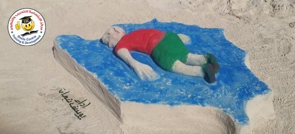 مجسم رملي علي شاطيء غزة يجسد غرق الطفل السوري