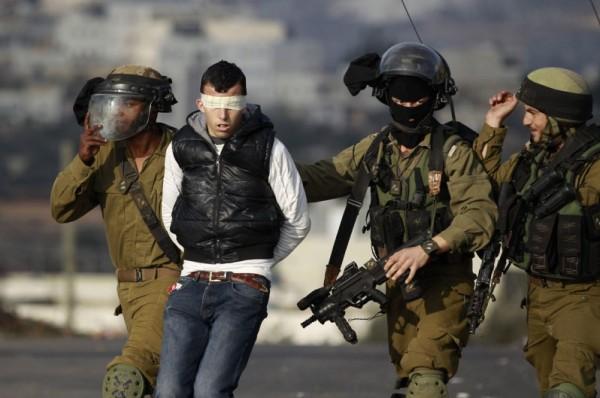 اعتقال شاب من قرية الريحية جنوب الخليل بحجة دهس مجموعة من الجنود