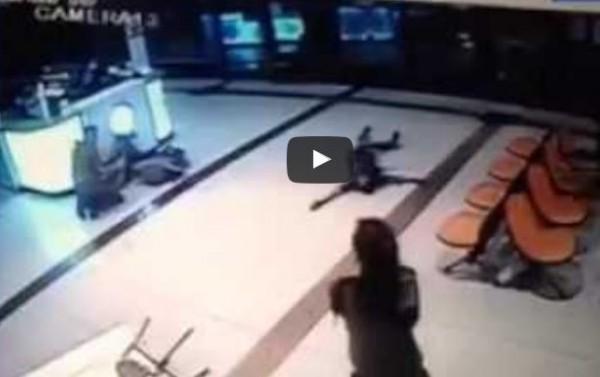 فرار هستيري لجنود إسرائيليين من مكان عملية بئر السبع .. والقناة العاشرة : أمر محزن ومخز  .. فيديو