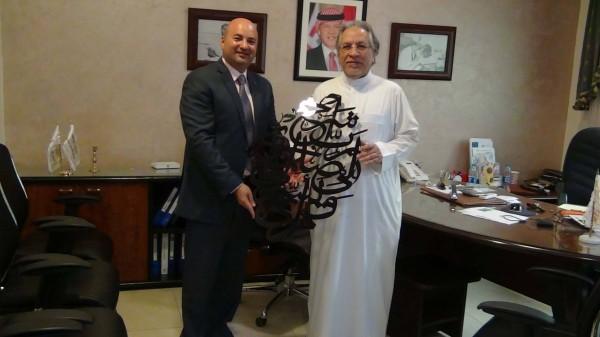 فارس عوض يكرم  رجل الأعمال السعودي الشريف عدنان عبد الحميد رجب الصايغ