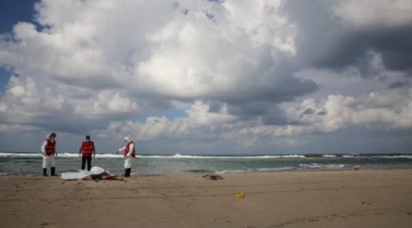 المياه تجرف 40 جئة إلى الشواطىء الليبية