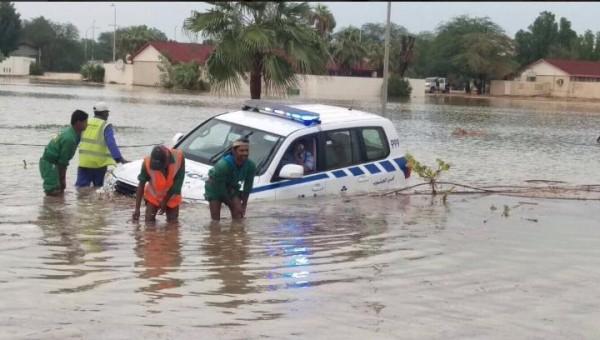#قطر_تغرق .. صور وفيديو: انهيارات في مول عالمي والأضرار تصل مطار  حمد الدولي