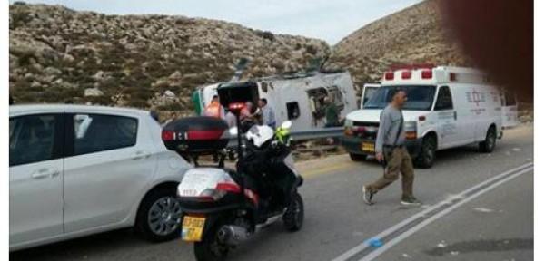 مقتل مستوطنة وإصابة أكثر من 50 بينهم ثلاثة بحال الخطر في انقلاب حافلة للمستوطنين شرق رام الله