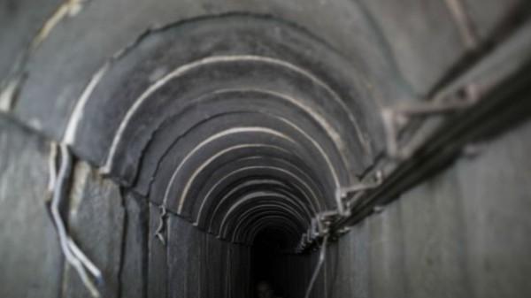 """الجيش المصري """"يكتشف نفقا خرسانيا مجهزا بوسائل اتصال"""" على حدود مصر مع قطاع غزة وحماس تنفي"""