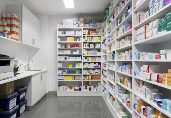 لماذا انخفضت أسعار الأدوية في فلسطين؟