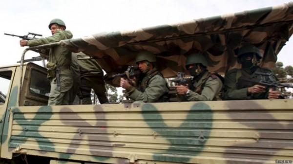 """القوات التونسية تقتل """"ارهابيين"""" قرب الحدود مع ليبيا"""