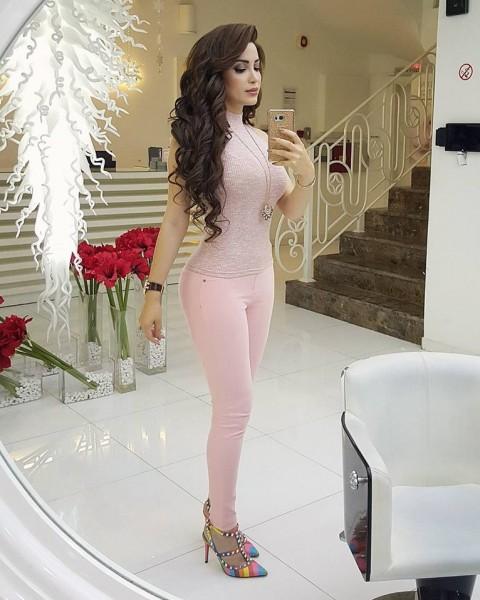 بالفيديو نسرين طافش تستعرض سر نحافة خصرها بملابس جريئة