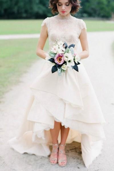 ba0b49a5ae7de 20 صورة .. نصائح لارتداء فستان الزفاف القصير من الأمام والطويل من الخلف