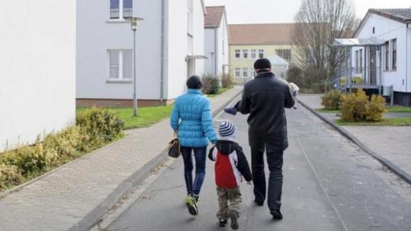 """أبناء الأقليات في النرويج يتهمون الحكومة بـ """"خطف أطفالهم"""""""