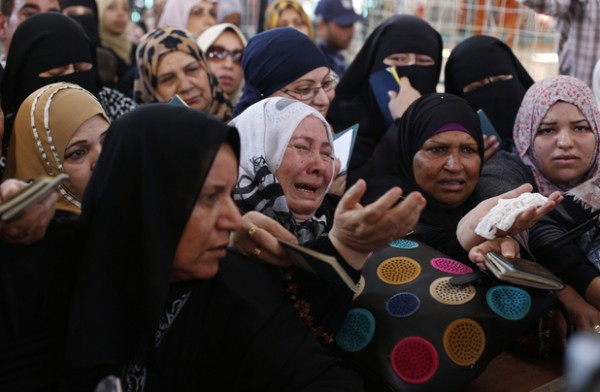 Gaza crossing briefly opened by Egypt, but even cancer patients remain caged