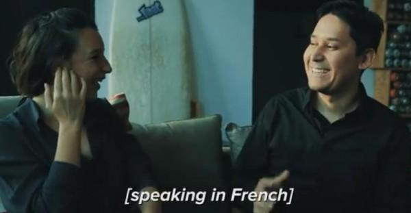 قم بطلب سماعات أذن تترجم جميع اللغات خلال المحادثات الفورية