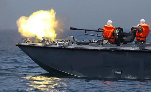 فجرا..الزوارق الحربية تستهدف مراكب الصيادين 9998740948.jpg