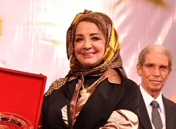 شهيرة بدون حجاب مع عائلتها على السحور والجمهور يهاجمها