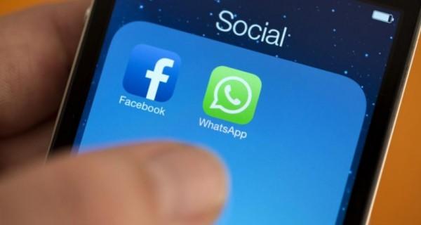 """خطير.. """"فيس بوك"""" و """"واتس آب"""" يتجسسان على كل كلمة"""