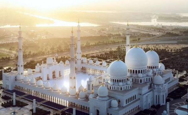 جامع الشيخ زايد.. رابع أكبر مساجد العالم ينافس على جائزة الفوزان