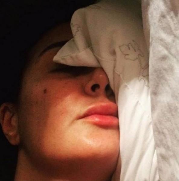 غادة عبدالرازق تثير انتقادات جمهورها بصور جديدة من غرفة نومها