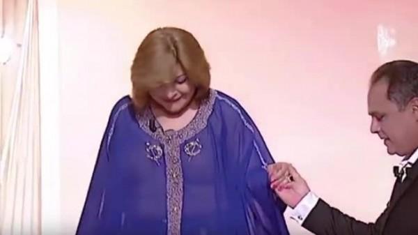 بالفيديو فنّانة تونس تثير السخط بملابس تفضح الكثير على الهواء