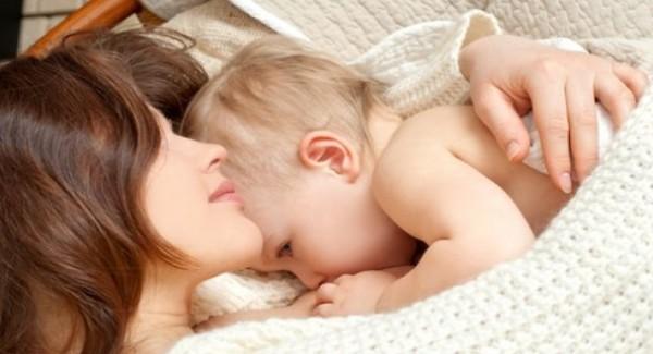 العض خلال الرضاعة.. نصائح لتفادي حدوثه