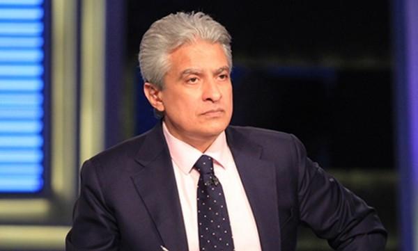 بالفيديو قرد يهاجم الإعلامي وائل الإبراشي