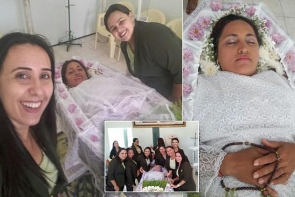 صور رائعة ومُروعة امرأة تجعل جنازتها أجمل أيام حياتها