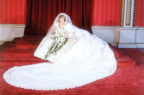 0974ca0e91ccf 2016-11-07. استوحي فستانك من أغلى 10 فساتين زفاف في العالم