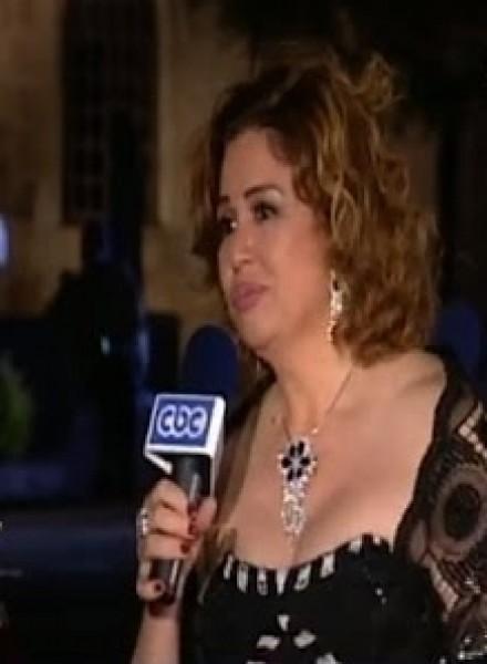 بالفيديو موقف محرج لإلهام شاهين أيضا في مهرجان القاهرة السينمائي