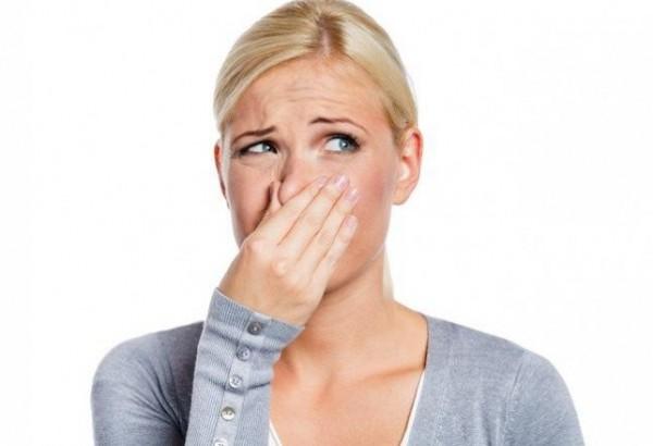 لماذا يزداد التعرُّق ورائحة العرق النفاذة خلال الرضاعة؟