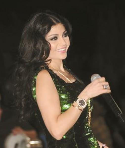 بالفيديو وصلة رقص مثيرة لـ هيفاء وهبي على مسرح لاس فيجاس