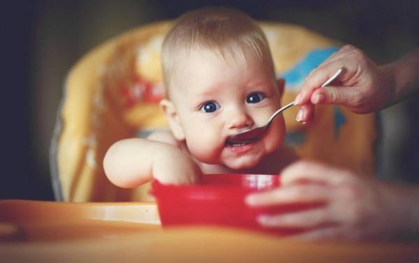 ماذا يأكل طفلي في الشهر السادس