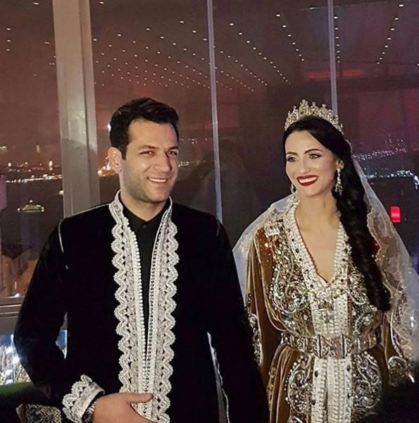 مراد يلدريم القفطان الذي لبسته في حفل زفافي ارتداه رسولنا الكريم