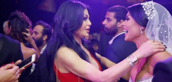 هيفاء وهبي تتألق بالأحمر في زفاف ساندي التونسية