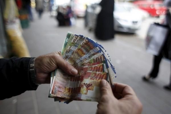 لماذا لا يطبق قانون الحد الأدنى لأجور عمال غزة؟