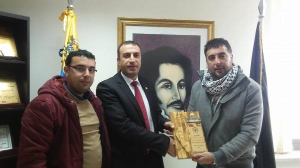 جبهة النضال الشعبي تكرم سفير فنزويلا
