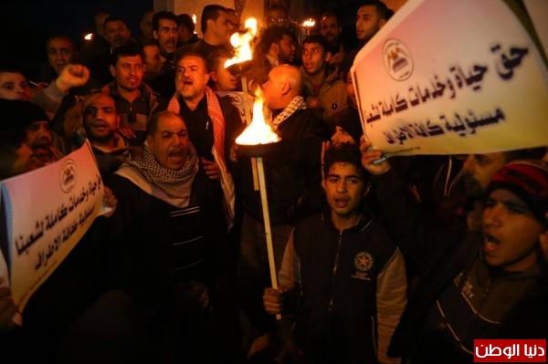 بالفيديو والصور.. مسيرة للقوى الفلسطينية برفح احتجاجاً على أزمة الكهرباء ومطالبة بإنهائها