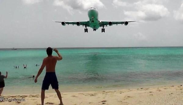 """منظر الطائرات وقت هبوطها في مطار """"سانت مارتن"""" 9998792428"""