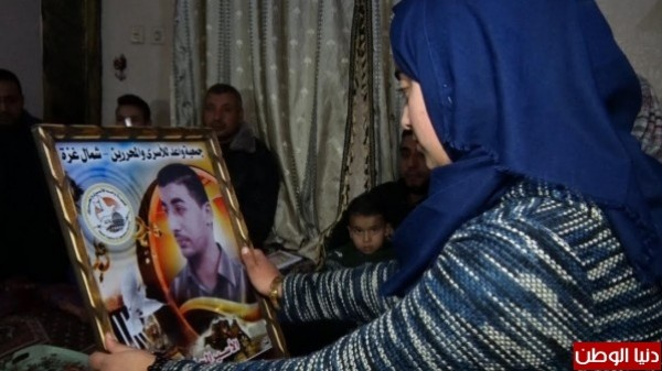 A Palestinian girl engaged to a prisoner will release after 7 years