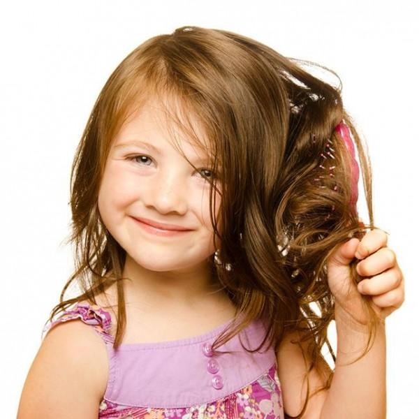 أسباب تساقط الشعر لدى الأطفال