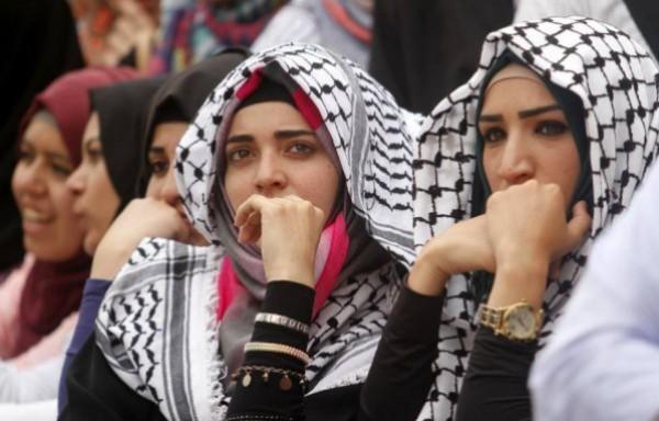 """فلسطين الأولى عربياً من حيث استخدام النساء لـ """"الفيسبوك"""""""