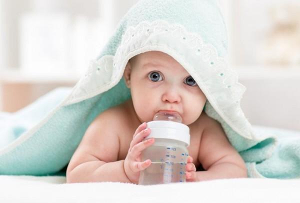 هل الماء مفيد لطفلك الرضيع ؟