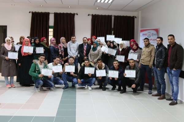 """بمشاركة 25 طالبا..اختتام دولة """"القيادات الشابة"""" بجامعة القدس المفتوحة"""